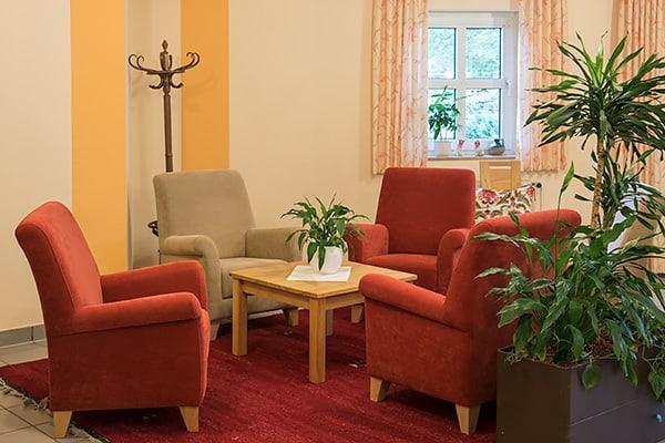 Sitzecke im Eingangsbereich der Seniorenresidenz Rosengarten